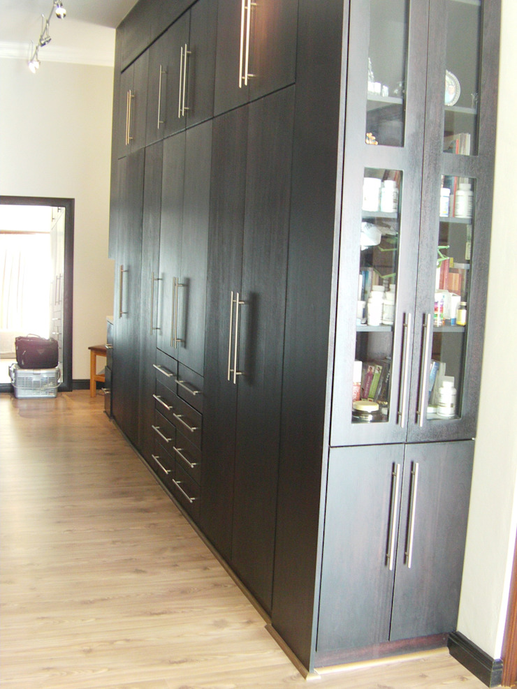 Build in Cupboard Classic style bedroom by SCD Group Classic Wood Wood effect