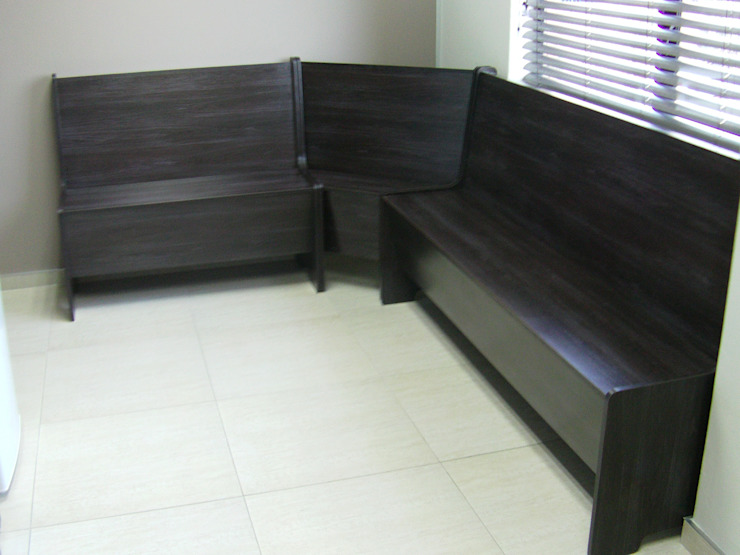 Breakfast nook benches Classic style dining room by SCD Group Classic Wood Wood effect