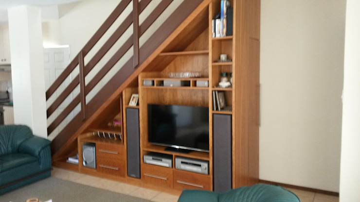 Staircase tv unit Classic style corridor, hallway and stairs by SCD Group Classic Wood Wood effect