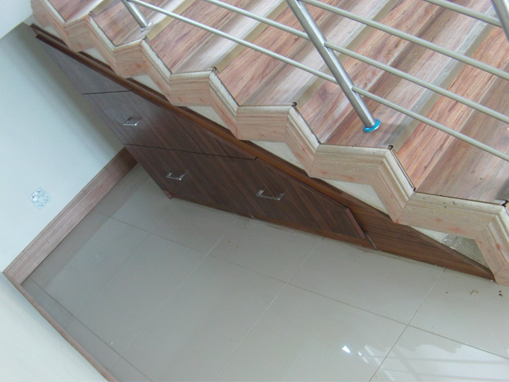 Staircase cupboard Classic style corridor, hallway and stairs by SCD Group Classic Wood Wood effect