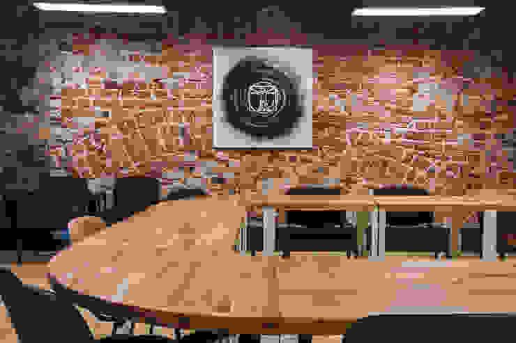 Lev Lugovskoy Ruang Komersial Gaya Industrial