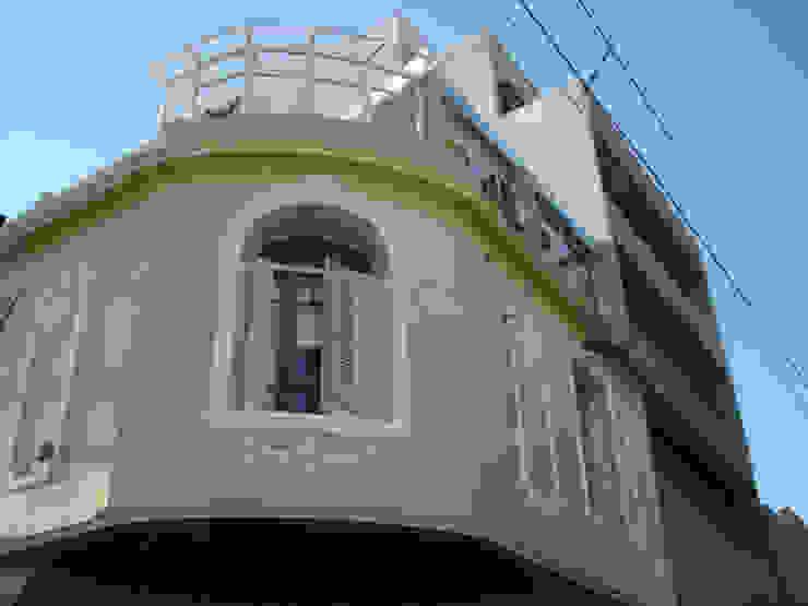 Casas de estilo clásico de ARQUITECTA MORIELLO Clásico