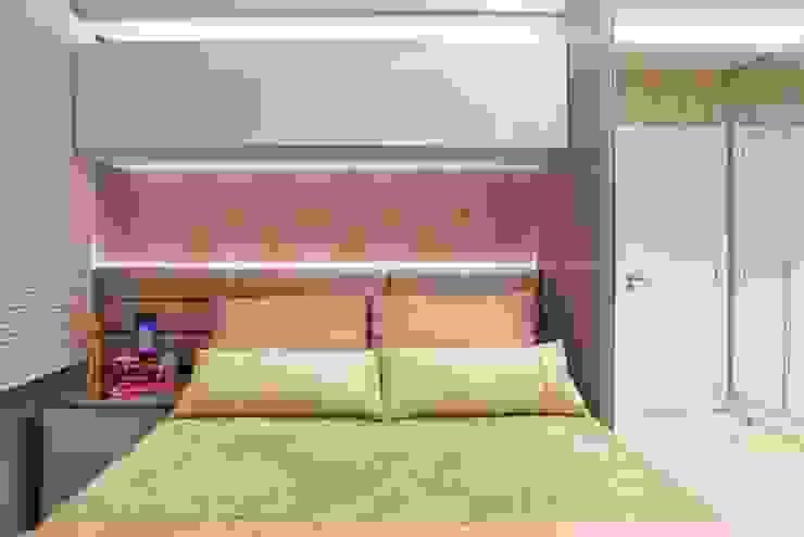 Moderne Schlafzimmer von ROBERTA FANTON ARQUITETURA INTEGRADA Modern