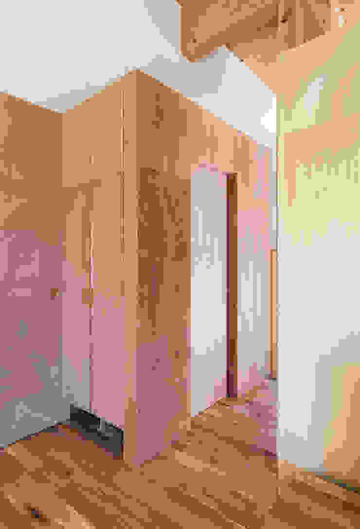 Minimalist style bathrooms by coil松村一輝建設計事務所 Minimalist