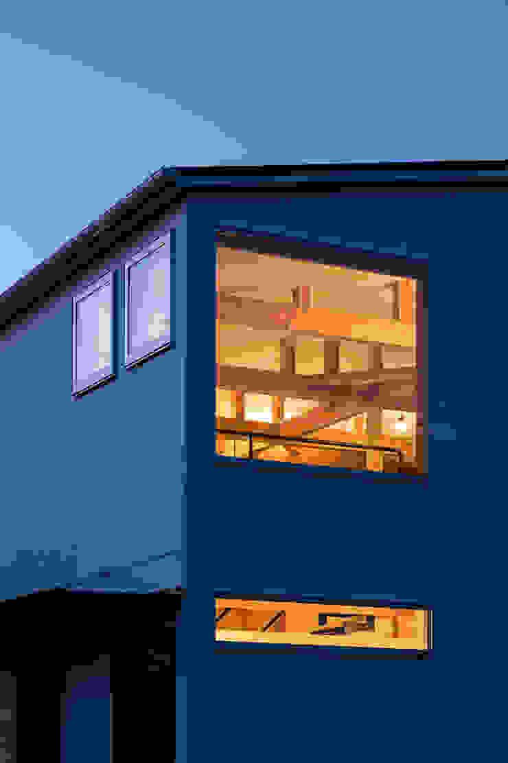 Minimalist house by coil松村一輝建設計事務所 Minimalist
