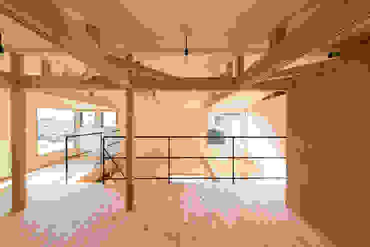 minimalist style media rooms by coil松村一輝建設計事務所 Minimalist