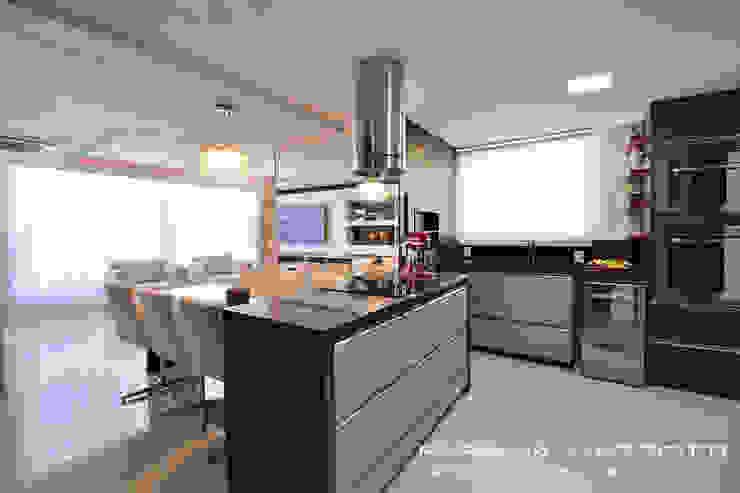 Moderne Küchen von Fabiana Mazzotti Arquitetura e Interiores Modern