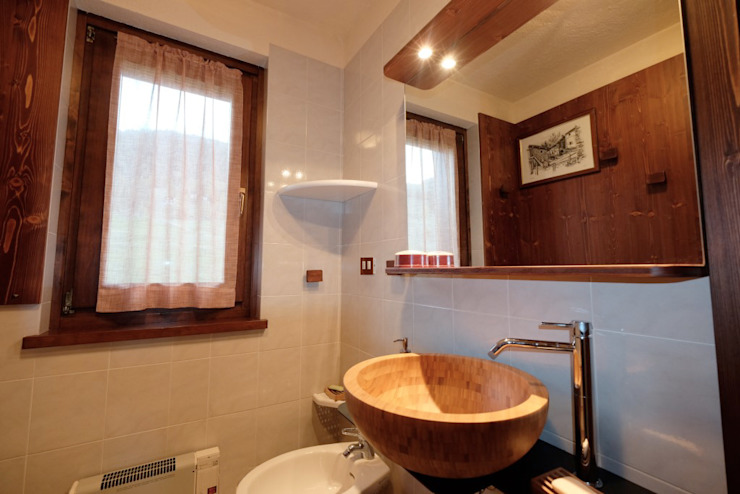 Country style bathrooms by architetto Davide Fornero Country Wood Wood effect