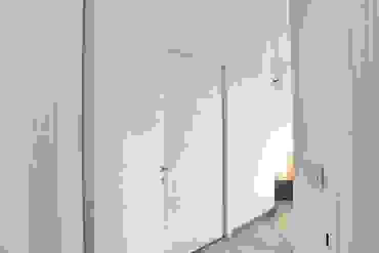 Dormitorios modernos: Ideas, imágenes y decoración de architetto Davide Fornero Moderno Madera Acabado en madera