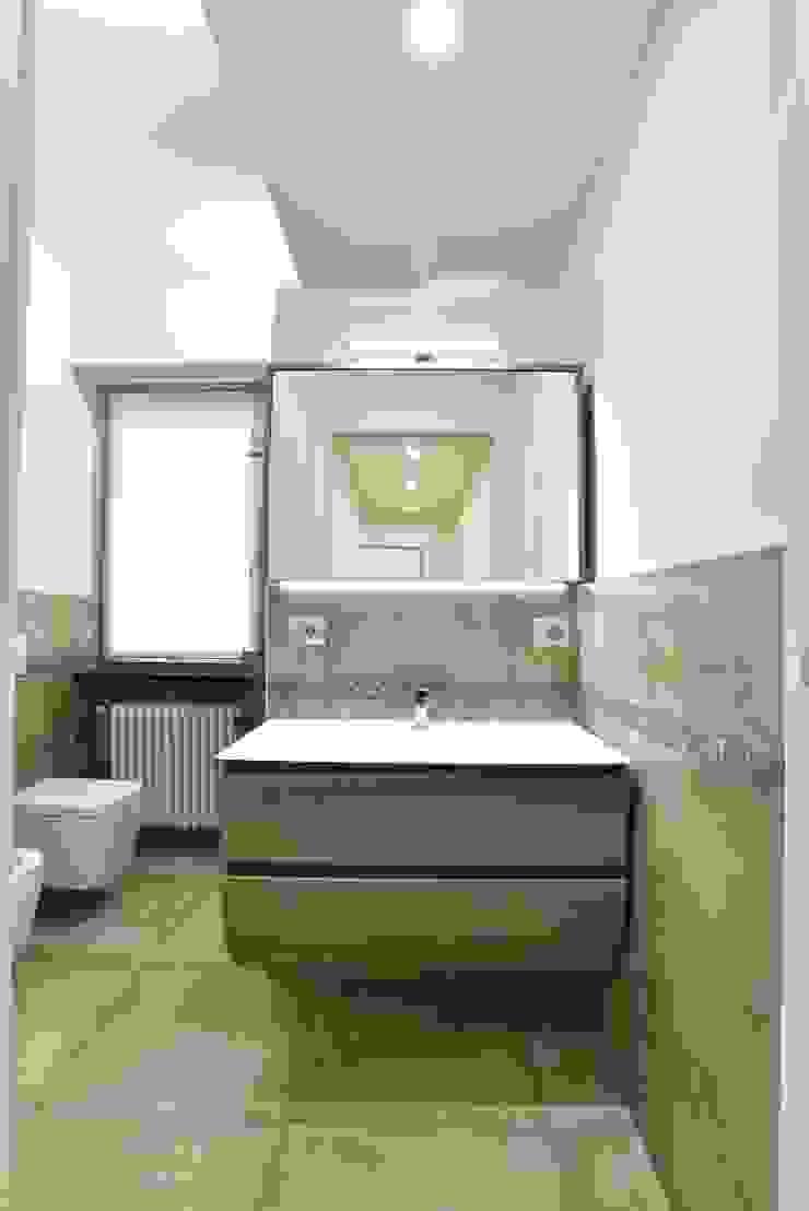 Baños modernos de architetto Davide Fornero Moderno Cerámico