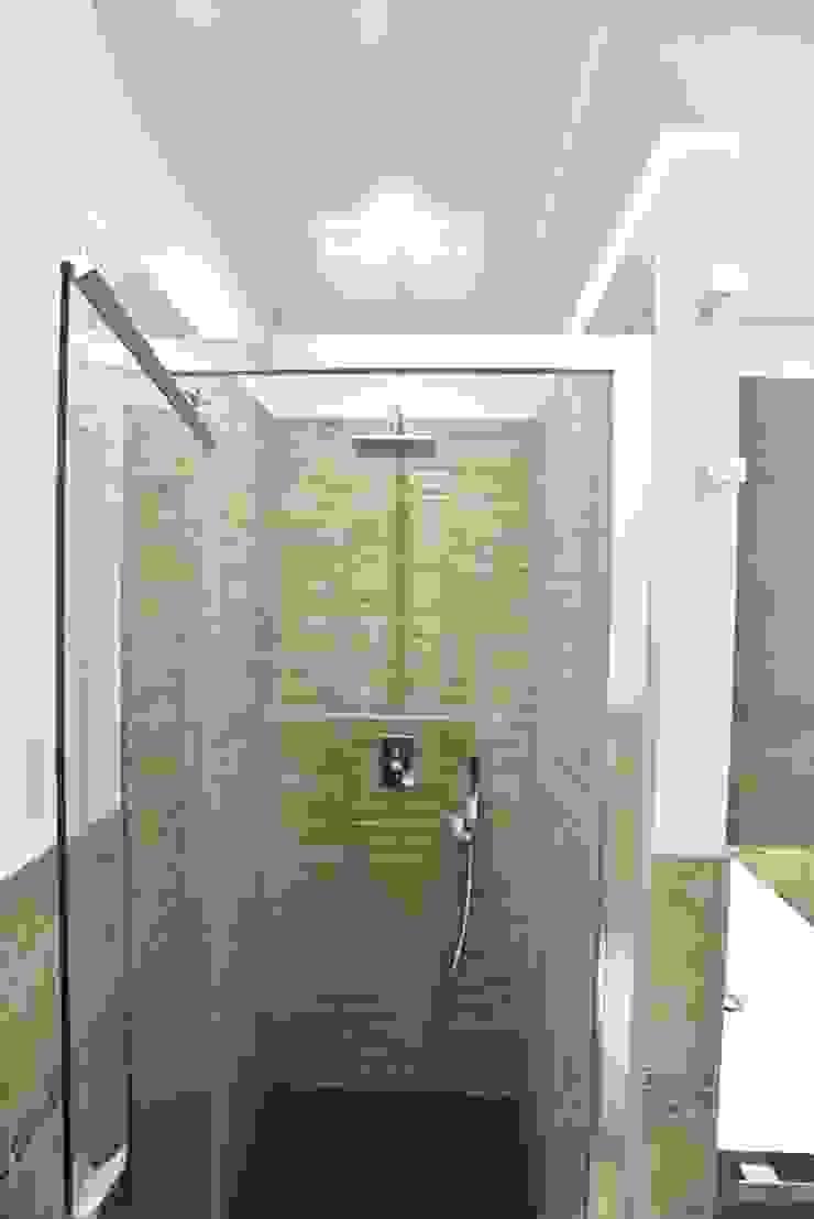 Modern bathroom by architetto Davide Fornero Modern Ceramic