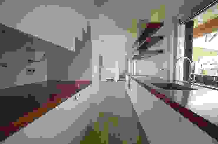 keuken met trap Moderne keukens van ARK+ Modern