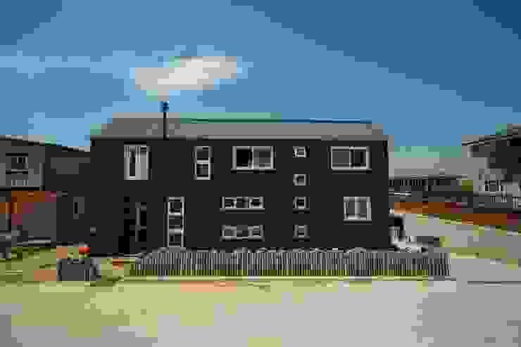 Casas de estilo moderno de 구름집 02-338-6835 Moderno Metal
