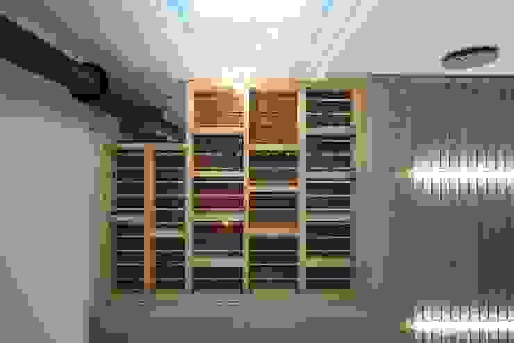 Balcones y terrazas de estilo moderno de 구름집 02-338-6835 Moderno Madera Acabado en madera