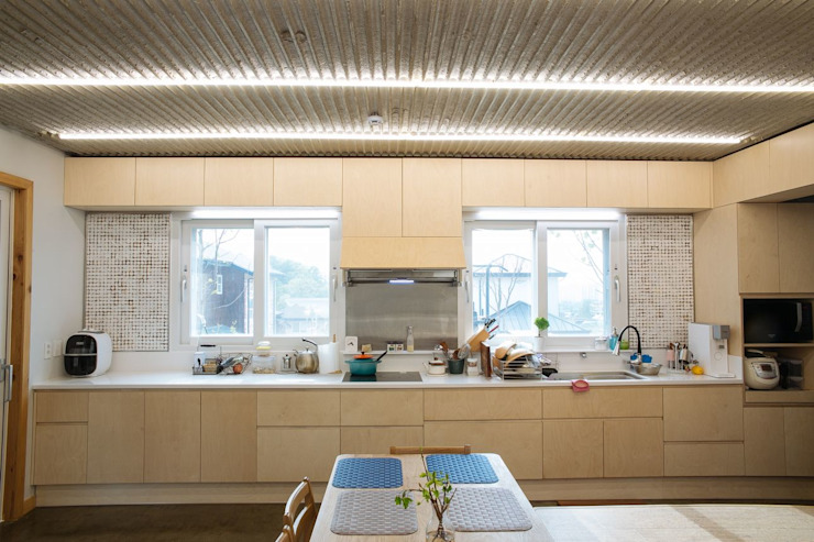 Modern kitchen by 구름집 02-338-6835 Modern Wood Wood effect