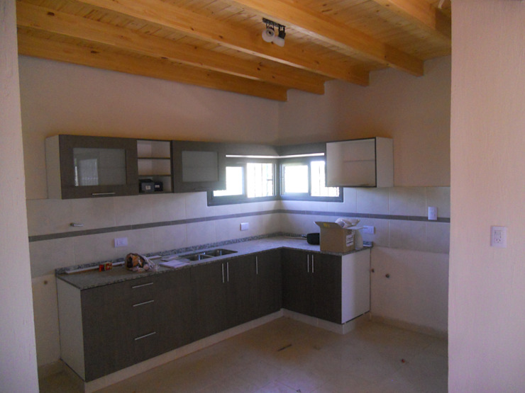 Nhà bếp phong cách Địa Trung Hải bởi Hornero Arquitectura y Diseño Địa Trung Hải gốm sứ