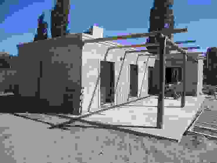 Nhà phong cách Địa Trung Hải bởi Hornero Arquitectura y Diseño Địa Trung Hải Bê tông