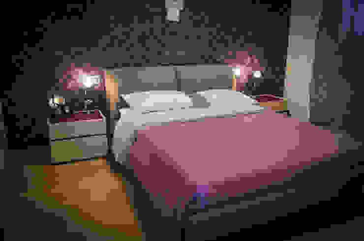 غرفة نوم تنفيذ ARREDAMENTI ANDREA SANSEVERINATI, حداثي