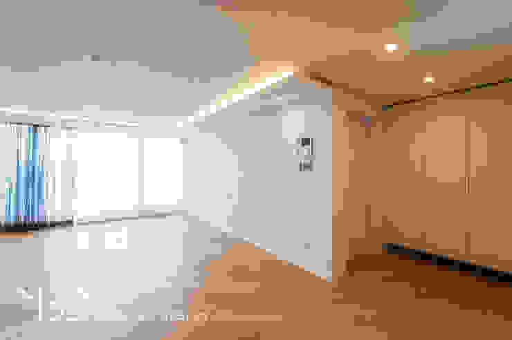 은은한 간접조명의 거실 모던스타일 거실 by 영보디자인 YOUNGBO DESIGN 모던