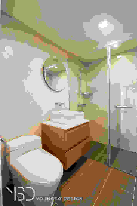 깔끔한 욕실 모던스타일 욕실 by 영보디자인 YOUNGBO DESIGN 모던 타일
