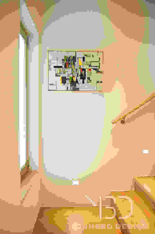 계단입구 스타일링 : 영보디자인  YOUNGBO DESIGN의 현대 ,모던
