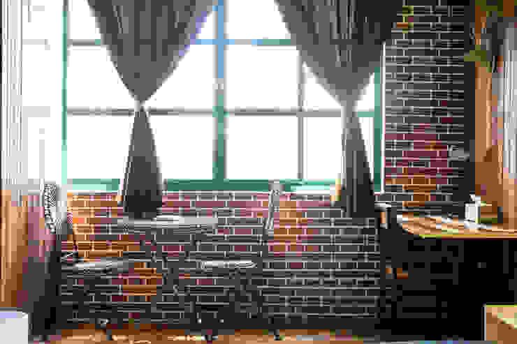 大片格子窗與鐵件家具,讓工業風不在那麼沉重,更增加了故事 根據 Lee Design International 空間&室內設計 北歐風 鐵/鋼
