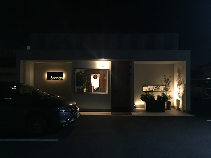 ファサード 合同会社 栗原弘建築設計事務所 モダンなレストラン アルミニウム/亜鉛 白色