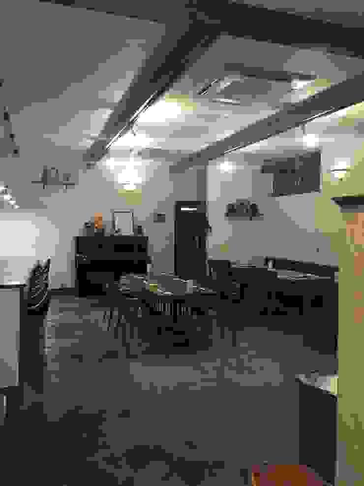客席 合同会社 栗原弘建築設計事務所 モダンなレストラン 木 白色