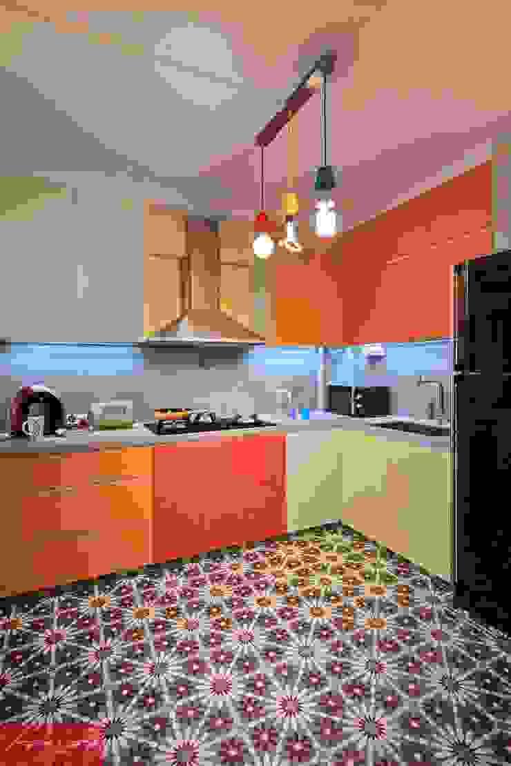JELAPANG ROAD (BLOCK 502)—Posh Home Minimalist kitchen by Posh Home Minimalist