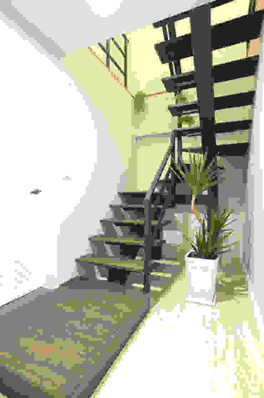 向美式經典致敬--二十年老屋新個性 乡村风格的走廊,走廊和楼梯 根據 微自然室內裝修設計有限公司 鄉村風