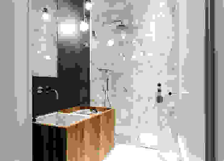 NOMADE ARCHITETTURA E INTERIOR DESIGN Baños de estilo moderno