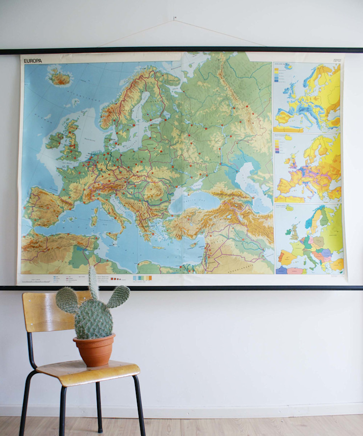 Super grote vintage schoolplaat van Europa. Retro Geografie landkaart/wereldkaart, 1978 van Flat sheep Industrieel