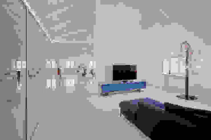 Modern living room by Pietro Carlo Pellegrini Architetto Modern