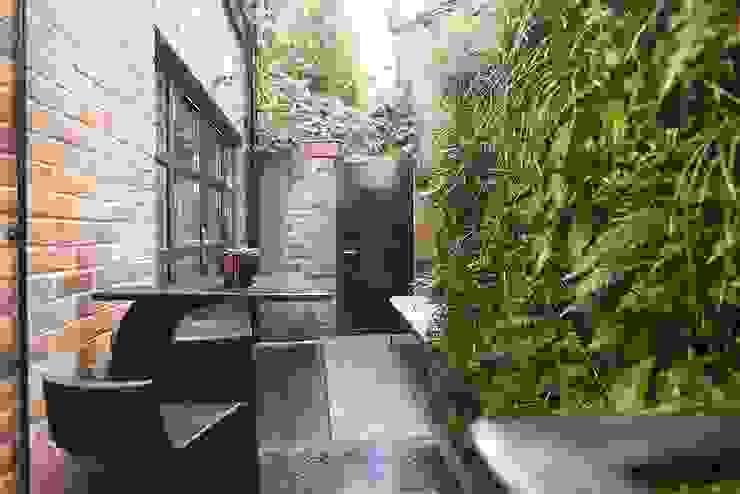 London duplex backyard Modern Terrace by ESTHERRICO Design & Businness Modern