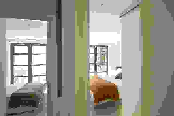 London duplex basement Modern Bedroom by ESTHERRICO Design & Businness Modern