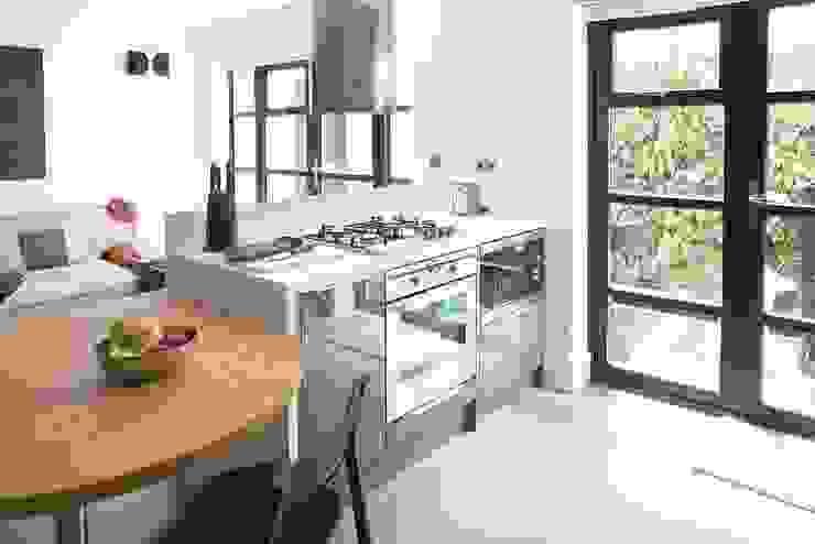 London duplex kitchen island front details Modern Kitchen by ESTHERRICO Design & Businness Modern