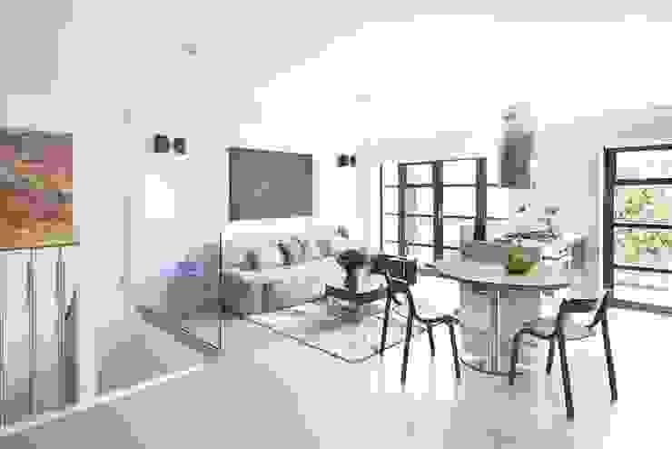 london duplex living room dining room Modern Living Room by ESTHERRICO Design & Businness Modern