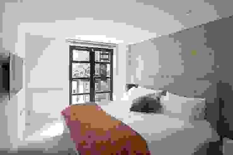 London duplex main bedroom Modern Bedroom by ESTHERRICO Design & Businness Modern