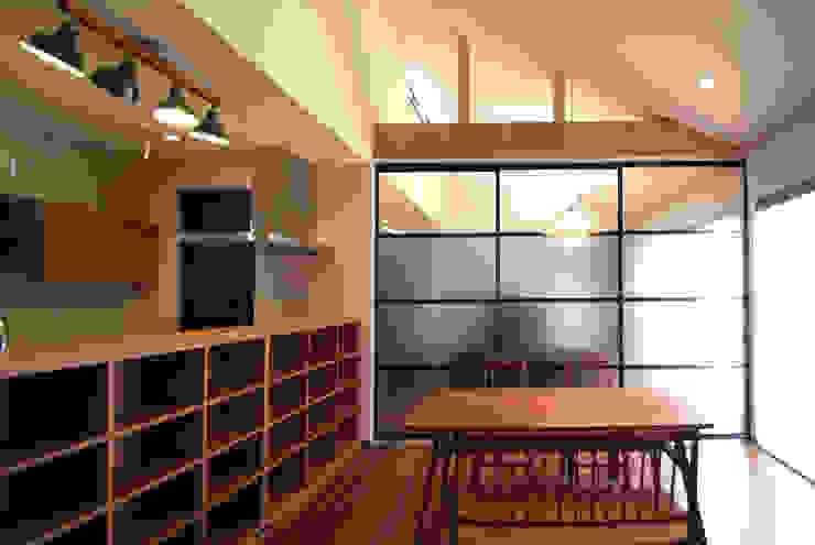 WW モダンデザインの ダイニング の Ju Design 建築設計室 モダン 木 木目調