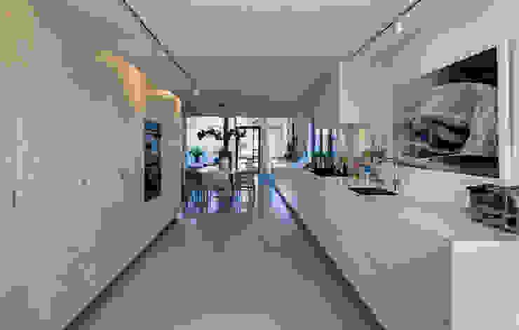 Modern kitchen by CHORA architecten Modern