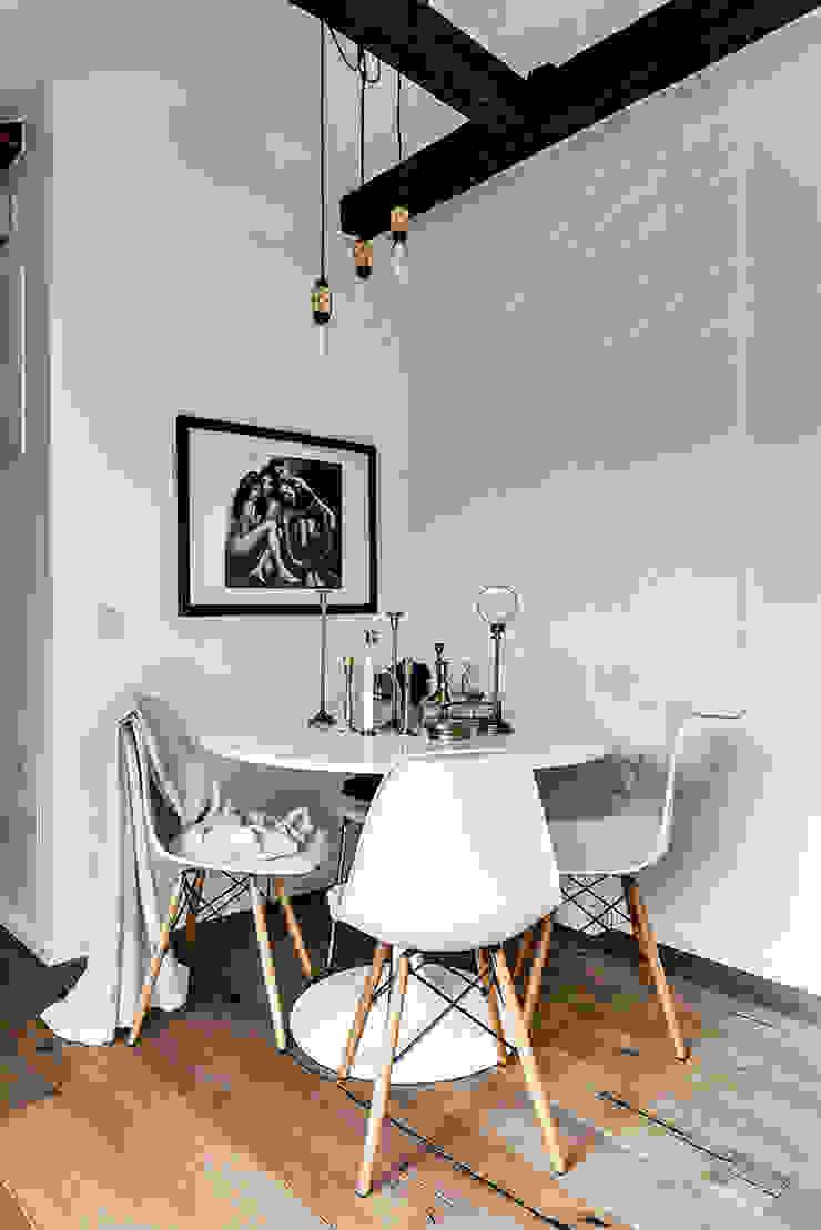 Scandinavian style dining room by Design for Love Scandinavian