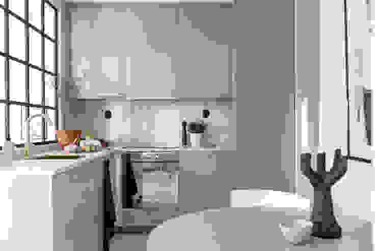 37 mq intelligenti Cucina in stile scandinavo di Design for Love Scandinavo