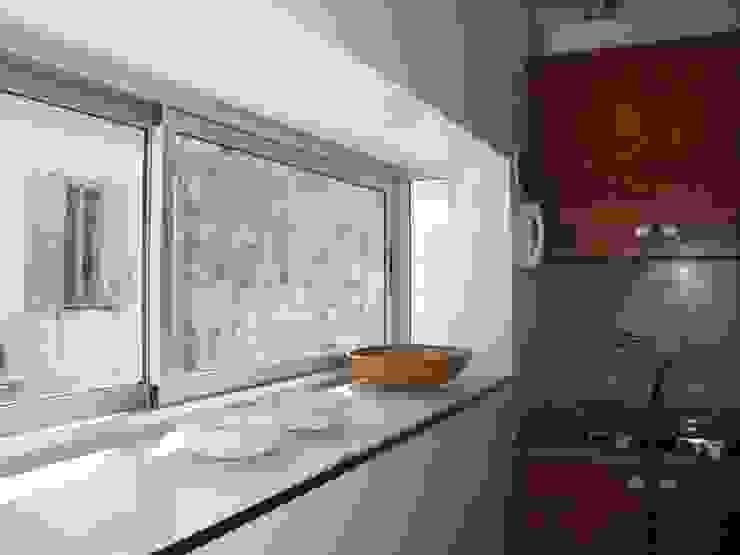 Cocinas de estilo moderno de ARQUITECTA MORIELLO Moderno