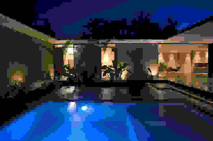 PM Modern Pool by FGO Arquitectura Modern Concrete