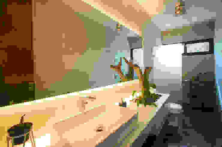 PM Modern Bathroom by FGO Arquitectura Modern Concrete