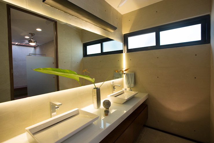 Bathroom by FGO Arquitectura,