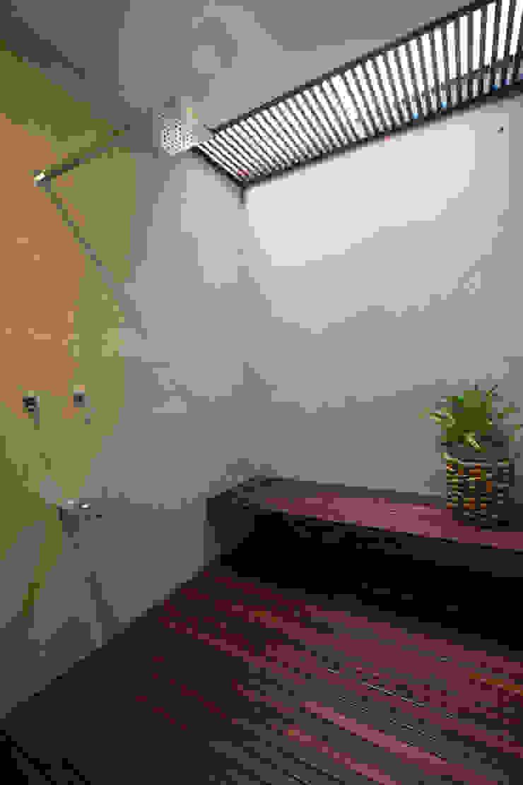 PM Modern Bathroom by FGO Arquitectura Modern Wood Wood effect