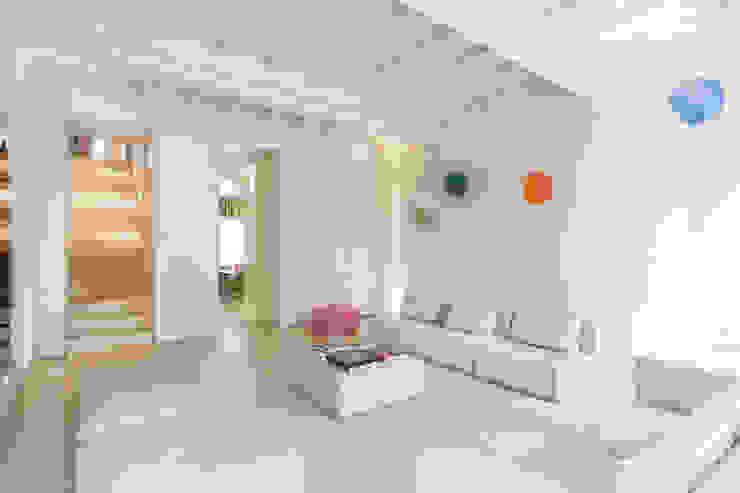 Salas modernas de studio di architettura DISEGNO Moderno