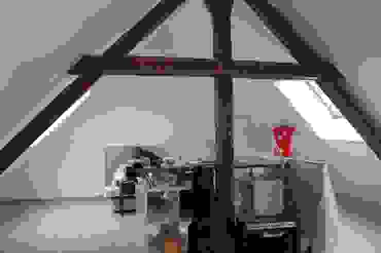 Dormitorios de estilo moderno de Agence ADI-HOME Moderno