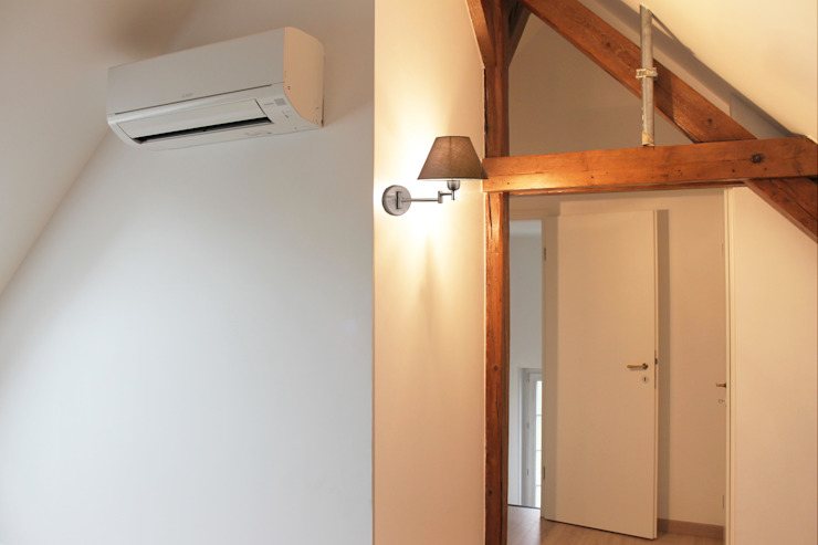 Pasillos, vestíbulos y escaleras de estilo moderno de Agence ADI-HOME Moderno